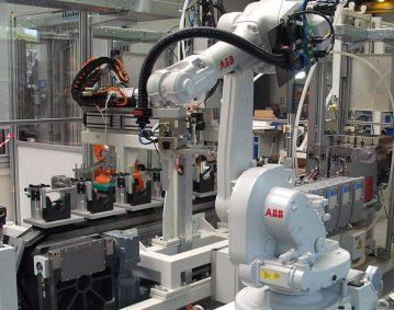 Roboterapplikation-Ladeluftkuehler